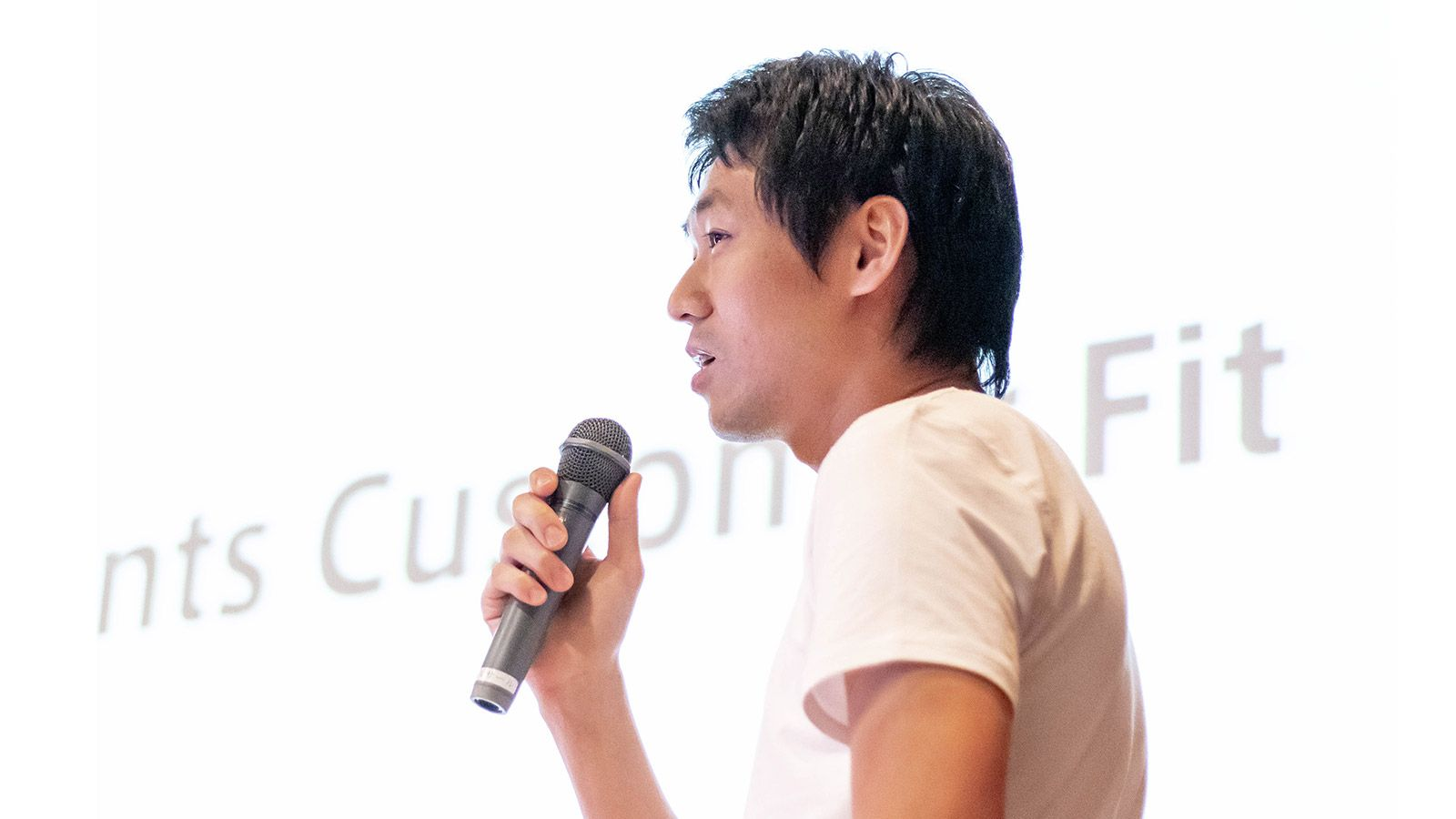 プロダクトグロースに必要なのは「アイデア」ではなく「適切な問い」|dely 坪田朋