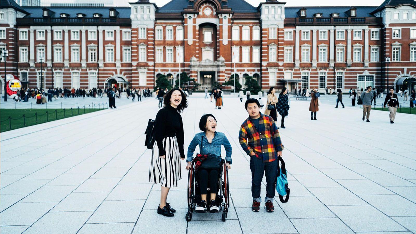 父の突然死、母の下半身麻痺を経て。人生の逆境が私に教えてくれたこと。岸田奈美